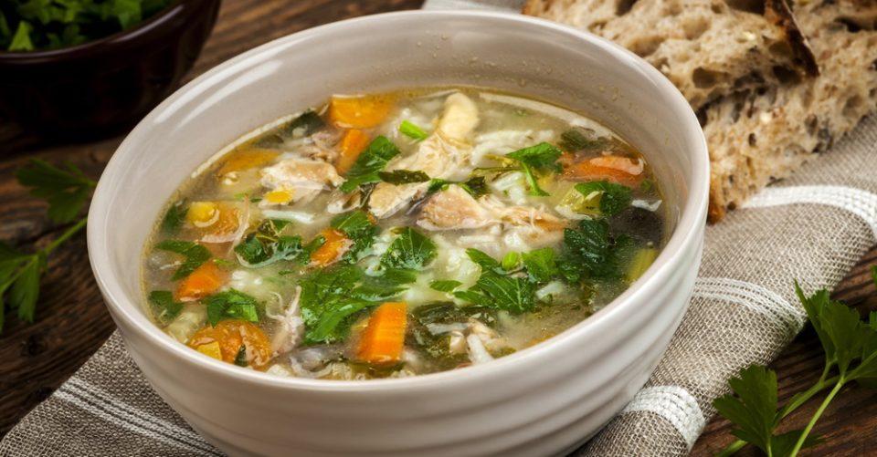 Sopa de Galinha com Arroz e Legumes